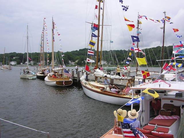 Sea Captain's Home Mystic Historic District - BR 1