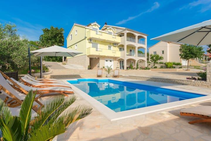 Beautiful 500m2 villa with private pool, amazing top floor welness, garden, BBQ