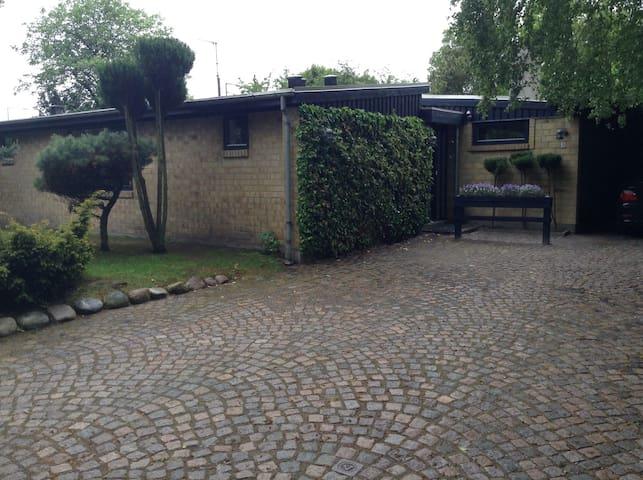 lejlighed 70 m2,  tilbygning til privat hus. - Sæby - Apartament