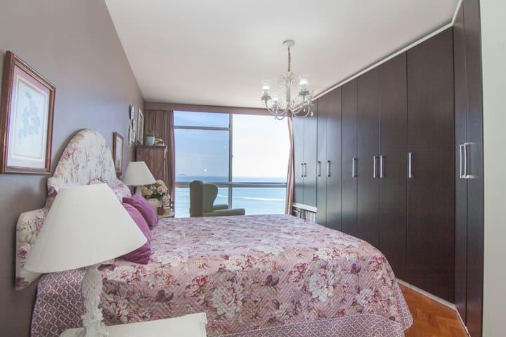 Suite with panoramic view to Copacabana beach!