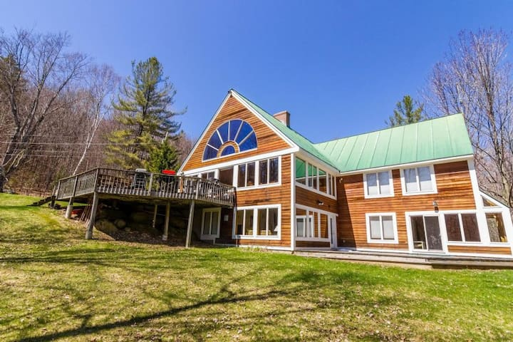 Sunburst is an amazing house that has it all.  Two of everything - living rooms, kitchens, dining rooms, hot tubs and sleeps 25.