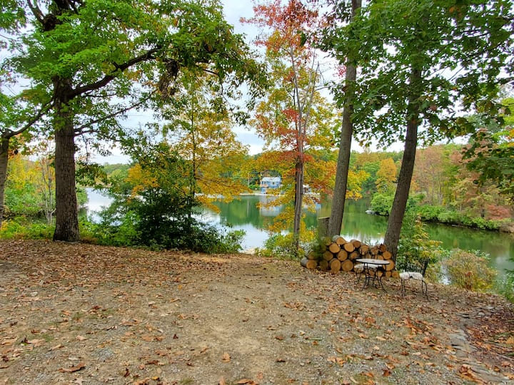Beautiful Waterfront Lake Home near Harpers Ferry