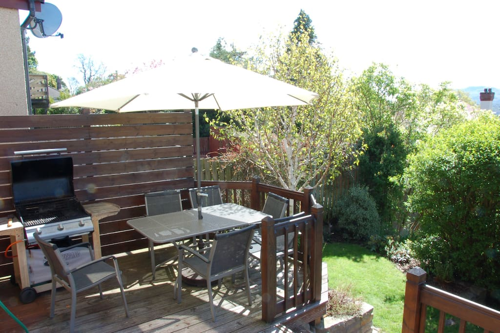 Deck area with seating & BBQ