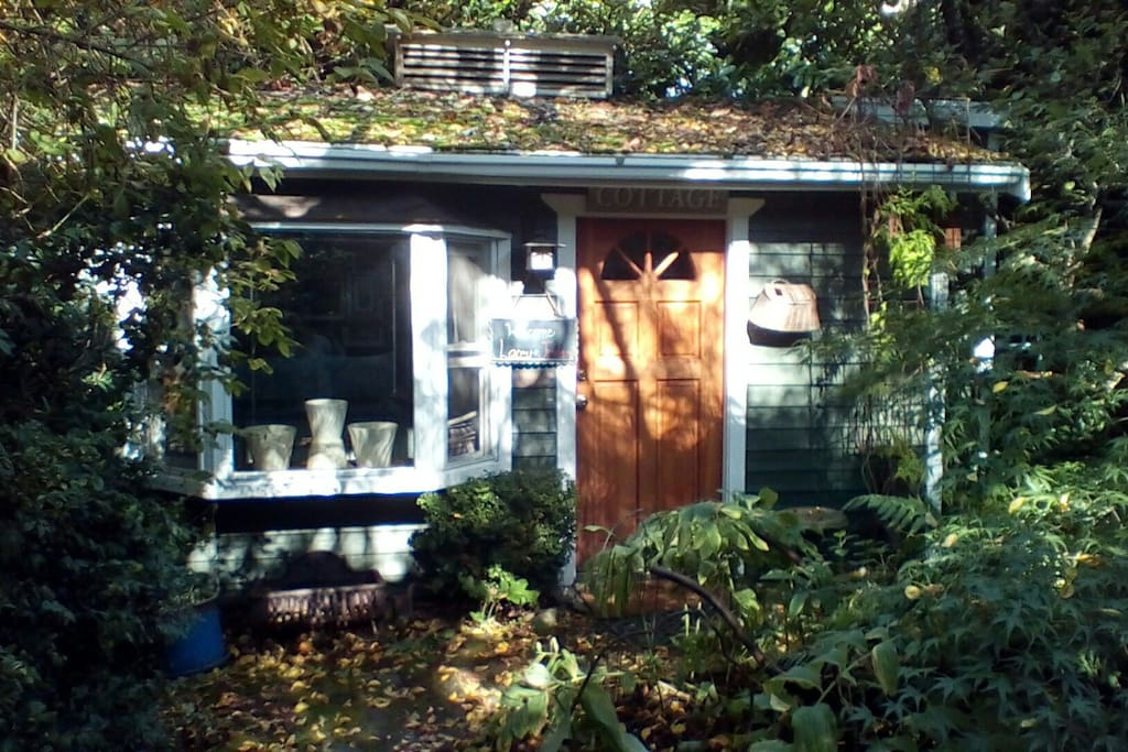 Charming fremont garden cottage cottages for rent in for Backyard cottage seattle