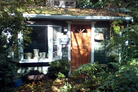 Charming Fremont Garden Cottage - Seattle