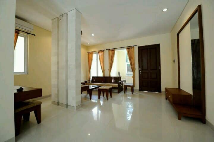Villa Puri Gading - 5 mins from GWK (Small Room)