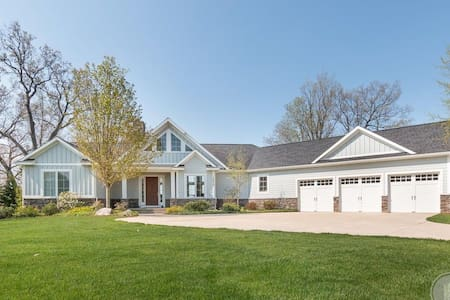 Luxury Lakehouse, spectacular views/sunsets - Allegan - Hus