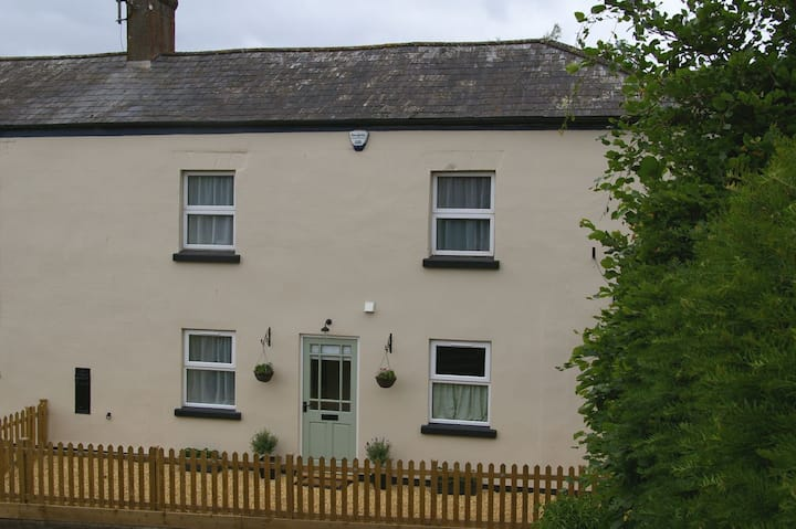 Shop Cottage Self-Catering Cottage in Goodrich