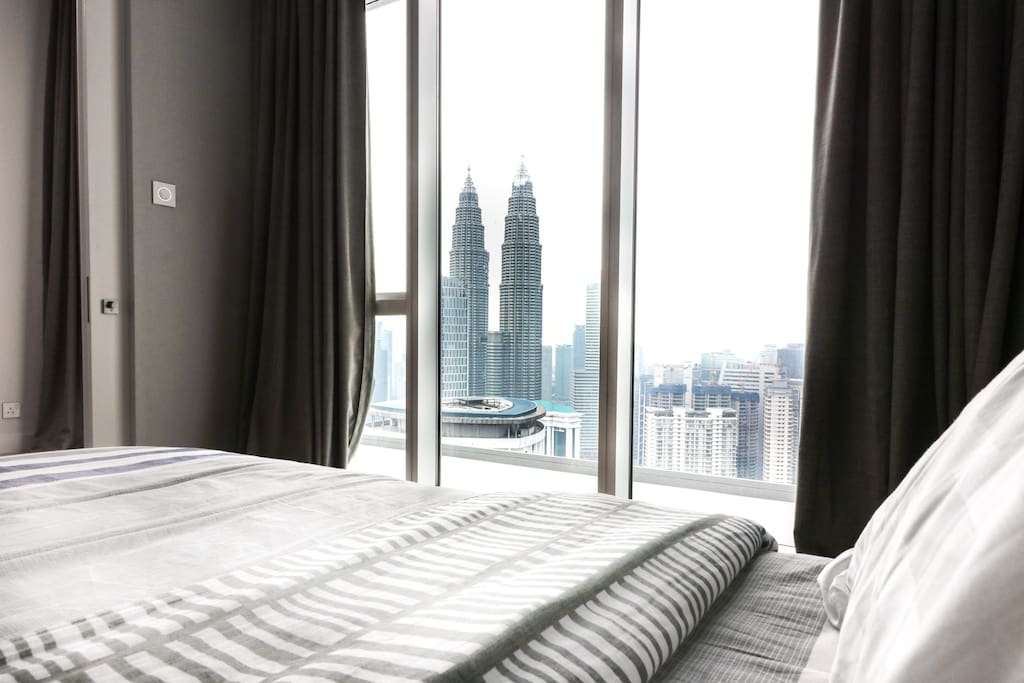 Close to KL Petronas Twin Tower view in Masterbedroom