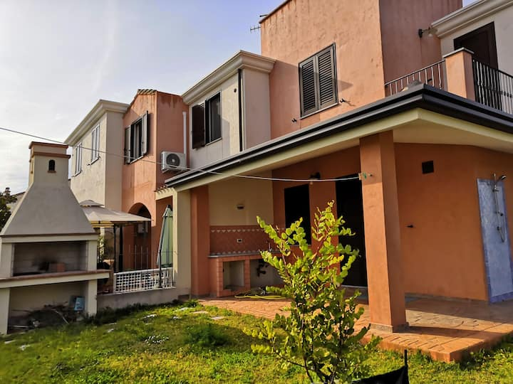 Exclusive villa with garden at 5 min from beaches