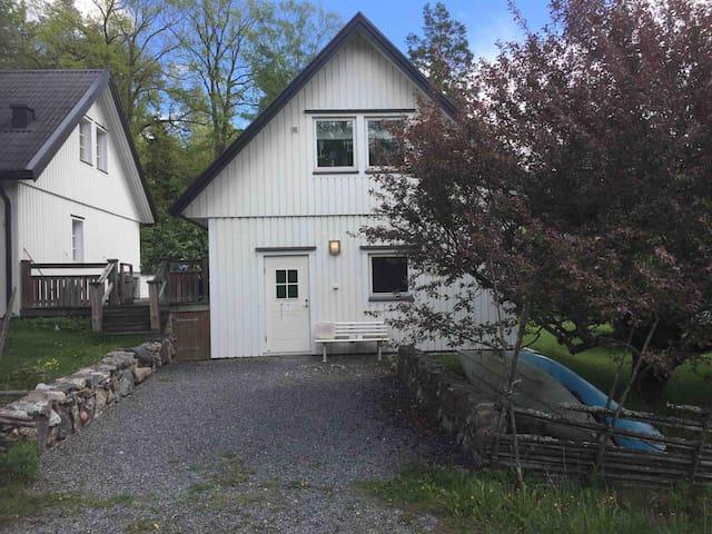 Eget hus nära City i natursköna Tyresö/Trollbäcken