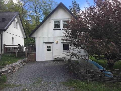 Eget hus  i natursköna Trollbäcken, kanoter ingår.