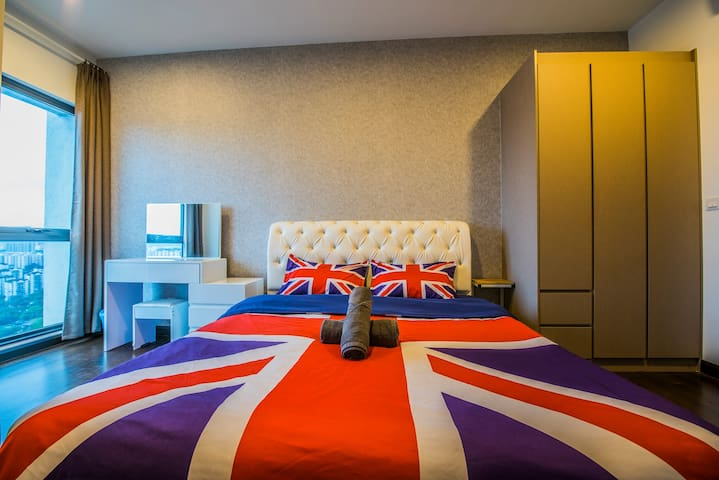 1.8m Bed KLCC view 2 Rooms Sunway Velocity Mall