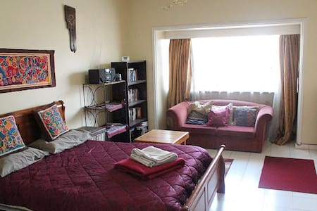 Private room, large Central Harare townhouse - Apartment