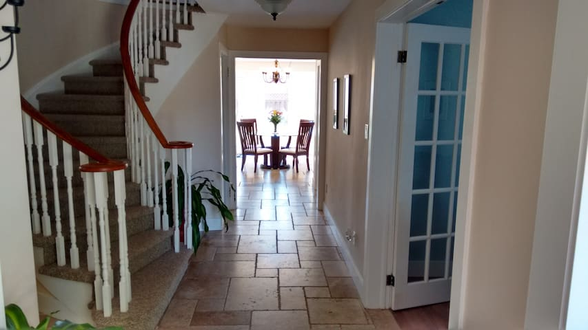 Cozy Shared Home in Whitby - Whitby - House