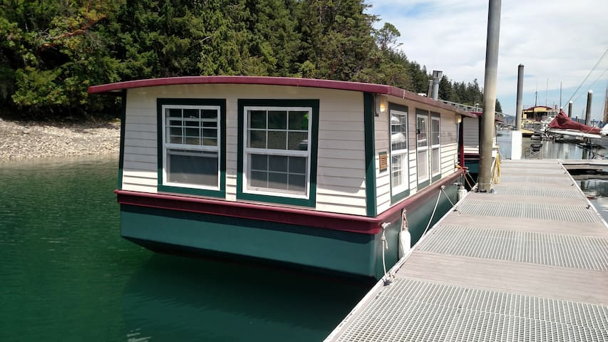 HOUSEBOAT FOR 2 or 3:  Get-Away!!!
