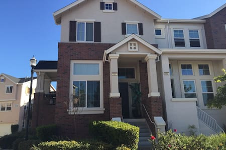 Cute 3Br Condo walk to Downtown! - Livermore