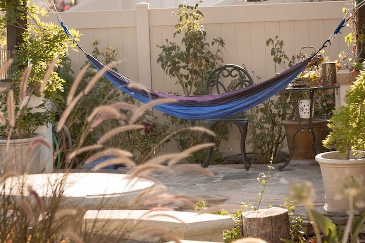 Sleep tight in the ENO Hammock! - Bakersfield - Overig