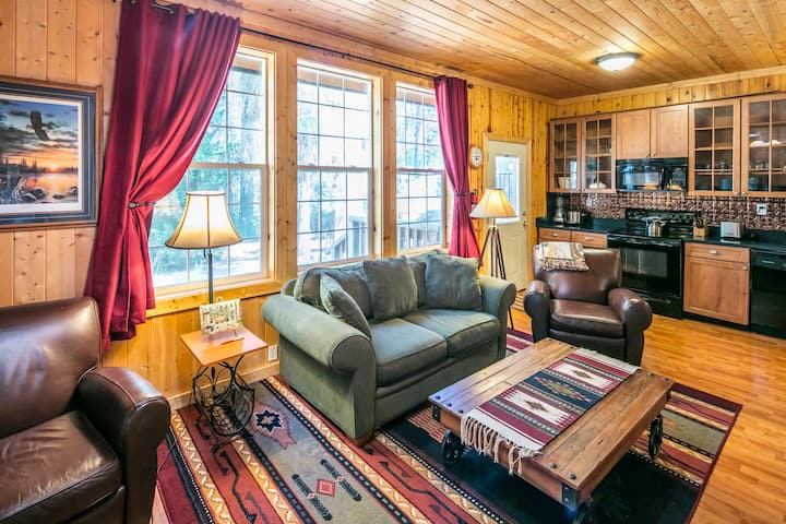 Luxury Cabin - 2 miles from Yosemite!