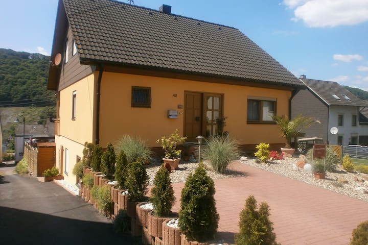 Modern holiday apartment with large garden, 500 m away from the river Moselle