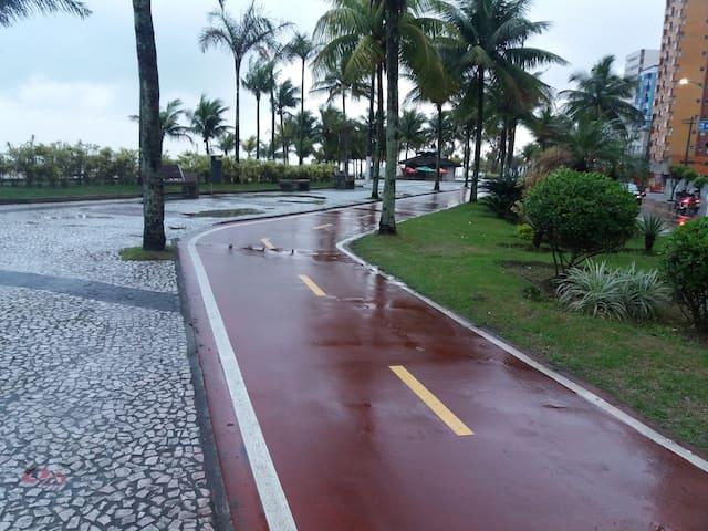 KITNET  DE FRENTE PARA A PRAIA - Praia Grande