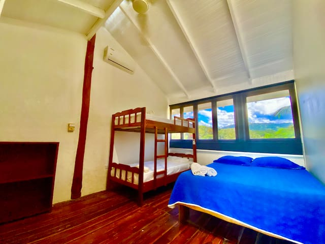Full size bed and bunk bed with ac