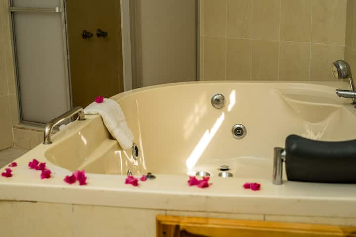 Holiday Haven Resort Honeymoon wt Jacuzzi