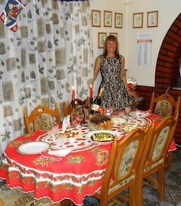 Итальянский дворик в Закарпатье! - Vynohradiv - Bed & Breakfast