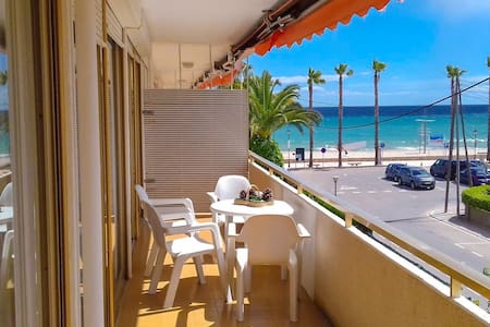 Apartment located on the seafront with Parking