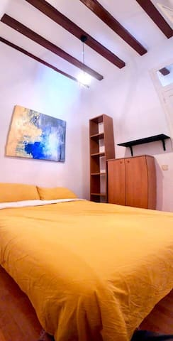 Enjoy Barcelona in a flat close to the beach