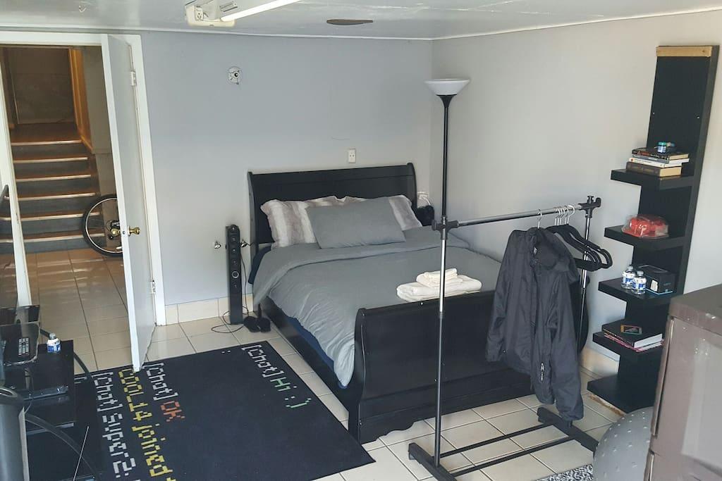 guest bedroom room