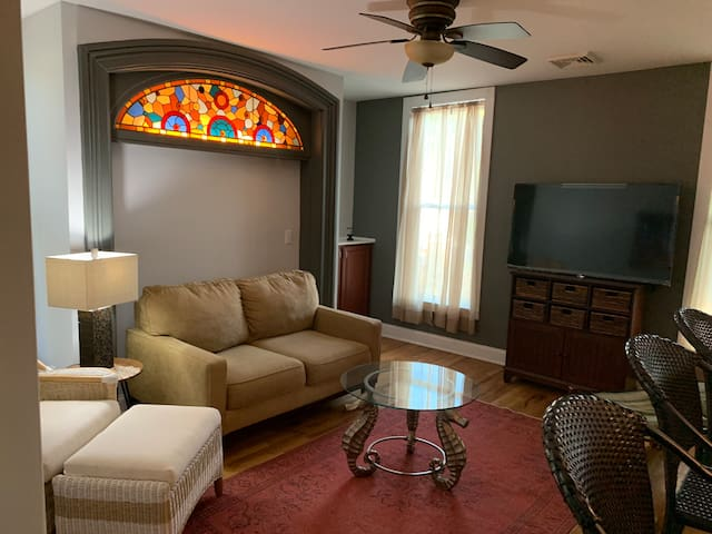 1 bed/ 1 bath with private patio