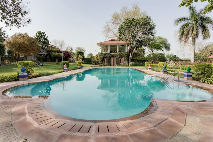 Ramsabagh - Artistic Farm Villa with pool, Delhi