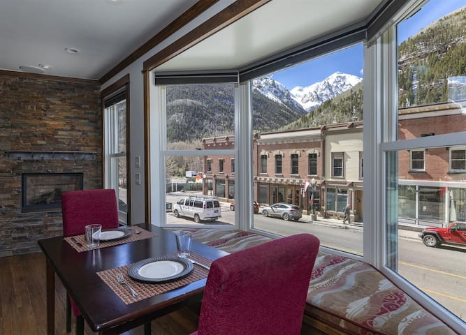 Gorgeous and refined Telluride penthouse on Main Street