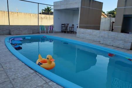 Casa em Condomínio com piscina e campo de futebol