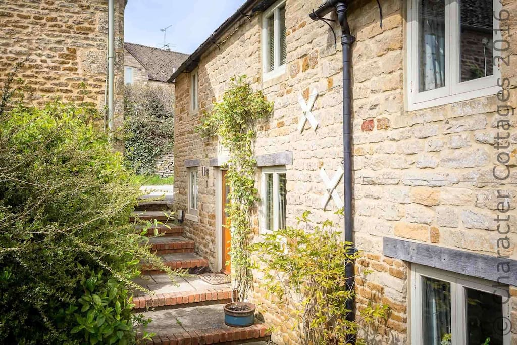 Welcome to Rose Walk Cottage, hidden away in the quiet streets of Upper Oddington