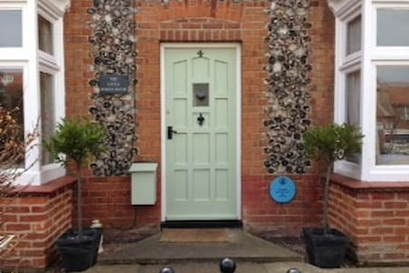 The Little School House Sheringham - Sleeps Six - Sheringham