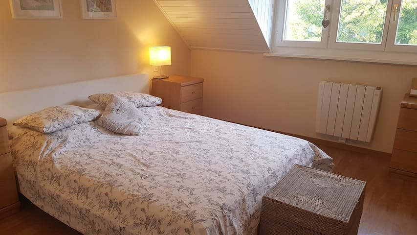 Cosy room with ensuite private bathroom