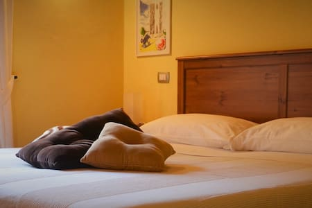 Bed & Breakfast l'Albergo di ieri. Camera gialla - Bed & Breakfast