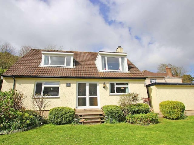 CHY KEMBRO, pet friendly, with open fire in Porthallow, Ref 959261