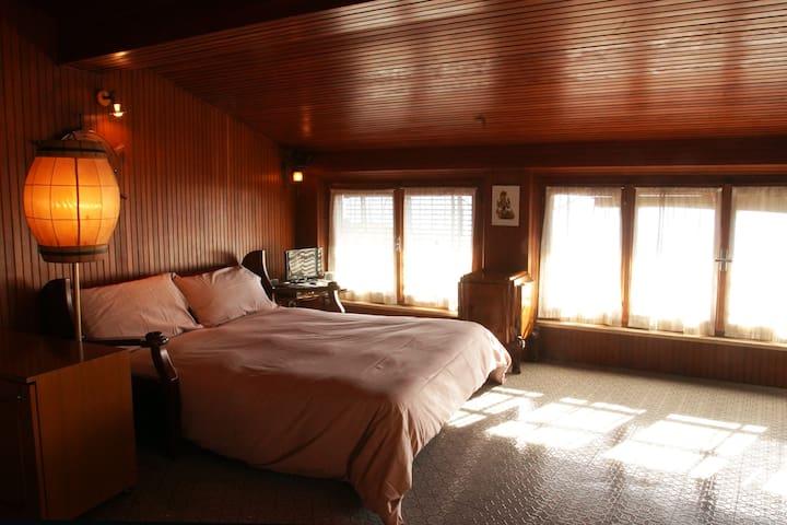 Super romantico mini-attico con terrazzino sul Lago d'Iseo