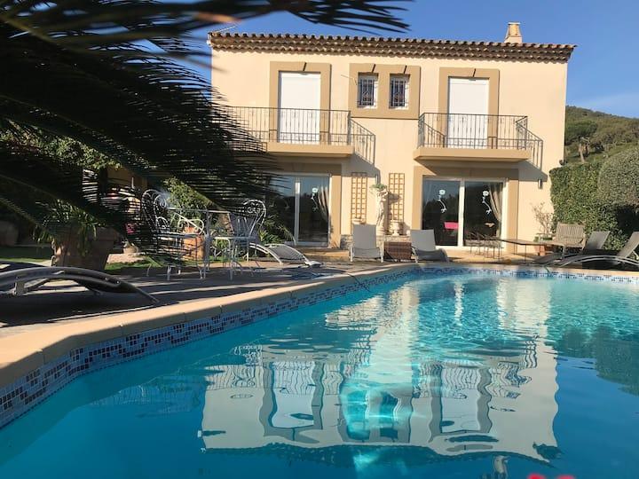 Très belle maison  piscine chauffé 210M2 climatisé