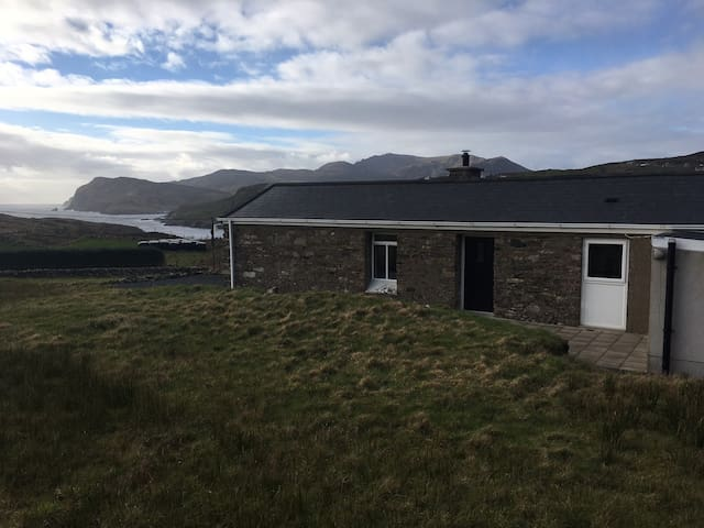 Restored Sheep Farmer's Cottage -Wild Atlantic Way - Kilcar