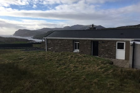 Restored Sheep Farmer's Cottage - Kilcar - 獨棟