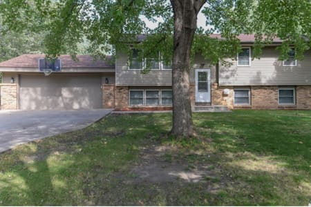 Two story home w/ huge yard, fully stocked kitchen - Prior Lake