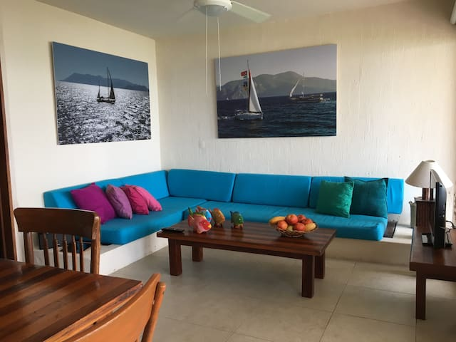 Beachfront condo 2 brm 2 bth w/pool - Manzanillo