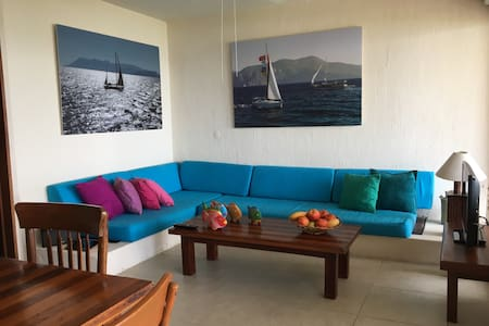Beachfront condo 2 brm 2 bth w/pool - Manzanillo