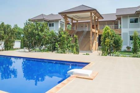 Suan Khun Yaiy Sky Family Suite