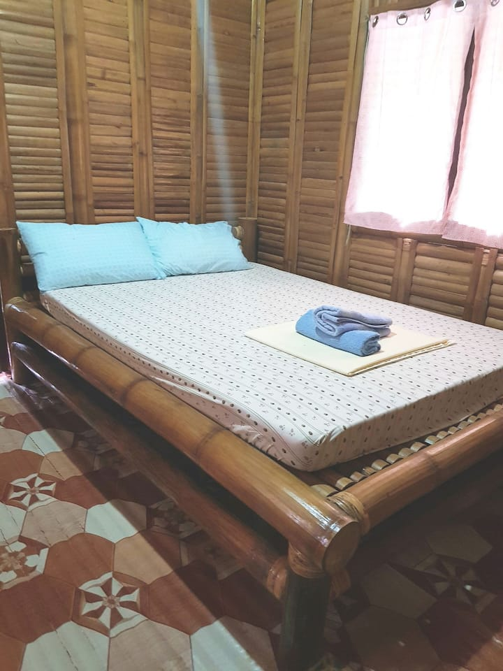 Cubby's guesthouse hut