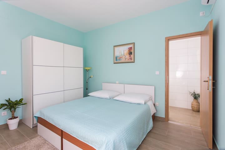 Apartments Svaguša - Blue Room w swimming pool - Mlini - Apartment